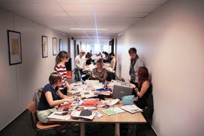 Atelier de mise en page créative pour la section publicité