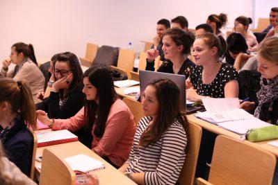 Séances d'infos et cours ouverts pour le Bachelier Assistant.e Social.e